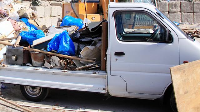 産業廃棄物処理業者に依頼する